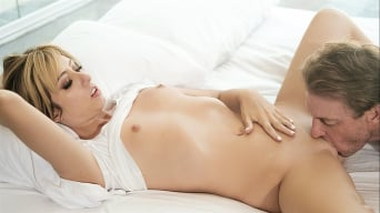 Daphne Dare in 'Let's Sleep In'