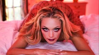 Mylene Monroe in 'Vampire's Kiss'